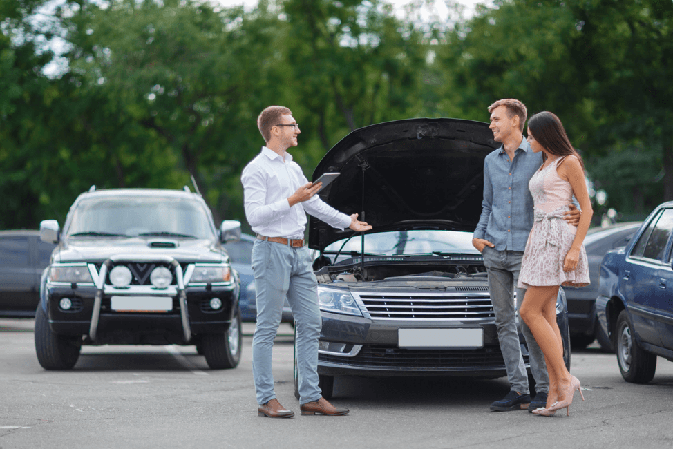 couple-buying-used-car