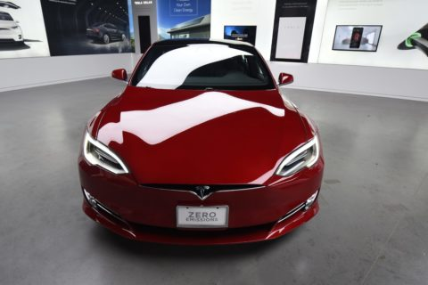 Tesla S 2018 red
