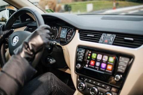 driving-gloves-steering-wheel-in-car-apps
